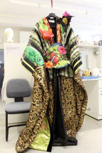 Kimonos im Materialmix