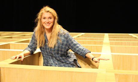 """Maria Bengtsson im Bühnenbild von """"Messa da Requiem"""""""